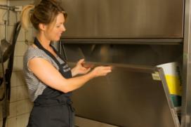 Nieuwe gereedschappenwasmachine voor bakkerijsector