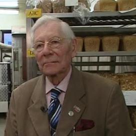 Portret van bakker Wim Hartog (89)