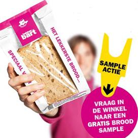 Bakker Bart deelt brood uit