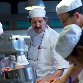 Adriaan van Haarlem uit dienst bij Bakery Institute