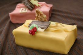 Cadeautjesgebak en koffiekuipjes