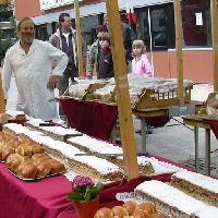 Cock Aalders bakt voor dorpsontbijt