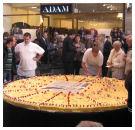 Bakkers maken mega taart voor winkelcentrum