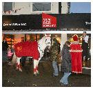 Sinterklaas en paard reiken musicalkaarten uit bij bakkerijen Smit en Van der Kwast