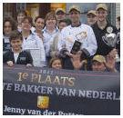 Team bakker Jenny van der Putten krijgt bokaal