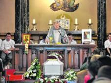 Volle kerk neemt afscheid van 'bakkertje