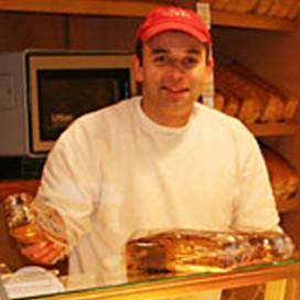 Appie de Jong koopt Bakkerij Staghouwer