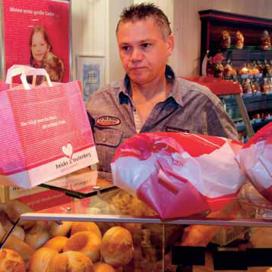 Op zondag in de rij: Nederlanders bezoeken Duitse bakker