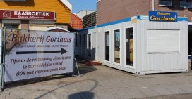 Wethouder opent vernieuwde winkel Bakkerij Gorthuis