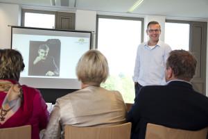 Alex Deuzeman vertelt enthousiast over zijn training financiën. Foto: Jan Willem Schouten