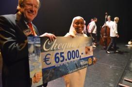 Rotaryclub schenkt Bake for Life 65 mille
