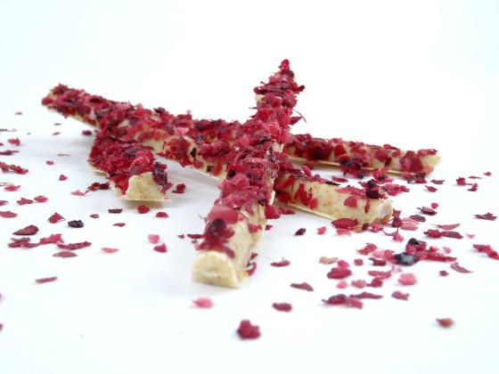 Foto 4 contined witte chocolade met mandarijnpoeder en cranberry flakes 560x420