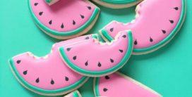 Grafisch designer bakt in het oog springende, kleurrijke koekjes