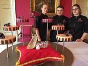 Vaktalenten bieden Prinses Beatrix Koninklijke Moederdagtaart aan