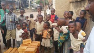 brood bezorgen in de buitenwijken van Bujumbura