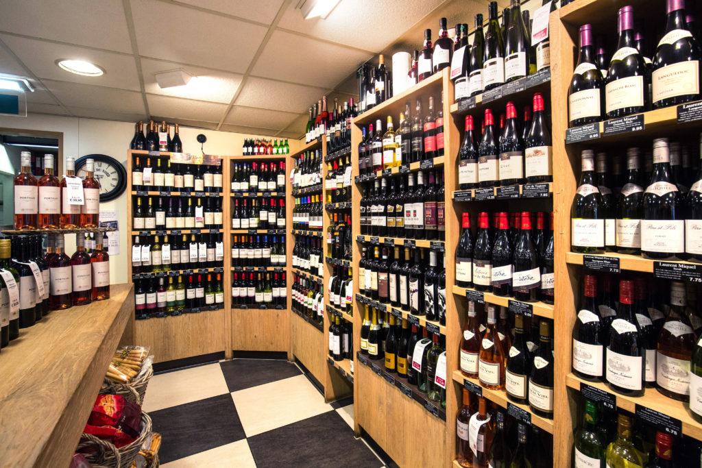Het omvangrijke wijnassortiment van John's.