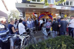 Fotorepo: Opening bakkerszaak Jan Linders