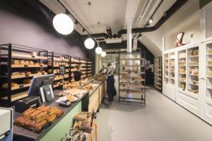 De klant kan hier brood voor thuis kopen of ter plekke nuttigen.