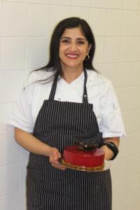 Winnares Shirene Chhabra met haar desserttaart