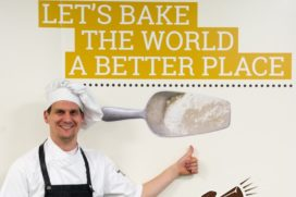 Kentalis Bakkerij bakt bananenbrood voor Ekoplaza