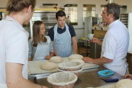 Studenten Hogeschool InHolland volgen practicum bij Bakery Institute