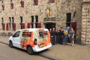 Dobla overhandigt nieuwe Peugeot Partner aan Bakkerij van der Kloet