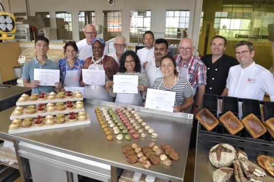 Niet alleen de buitenlandssprekende deelnemers - van wie er drie niet in Nederland wonen - behaalden hun cerfiticaten, ook de begeleiders van het PUM ontvingen dat voor het bijspijkeren van hun kennis.