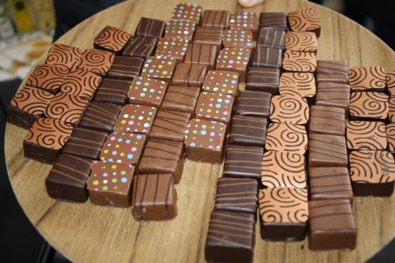 Vipam International laat bonbons met diverse essences proeven.