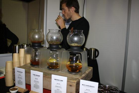 David Kellerman is co-founder van Frank tea. De thee kenmerkt zich net als wijn door de bodemgesteldheid, soort en klimaat. Valerie Hirschhauser is owner en founder.