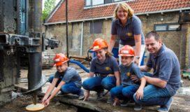 Eerste paal uitbreiding bakkerij Arjan van der Eijk in Haastrecht geslagen