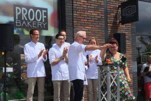 Druk op de knop en groene slingers: Proof Bakery draait